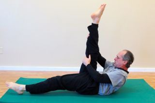 Pilates Mat Exercise - Single Straight Leg Stretch